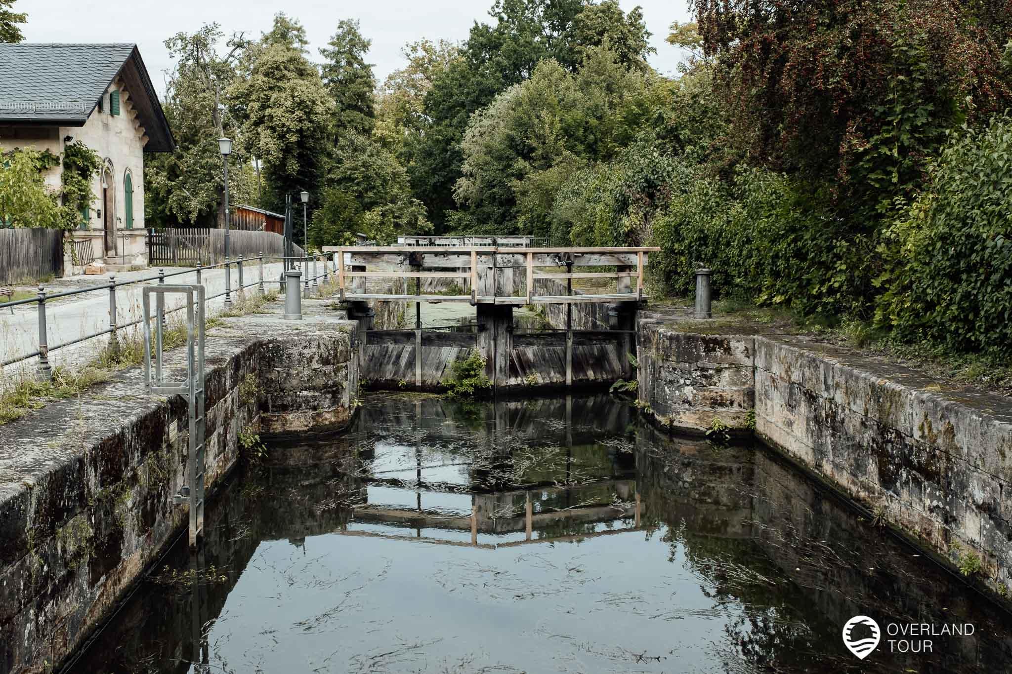 Die Schleuse 100 des Ludwig-Main-Donau-Kanals