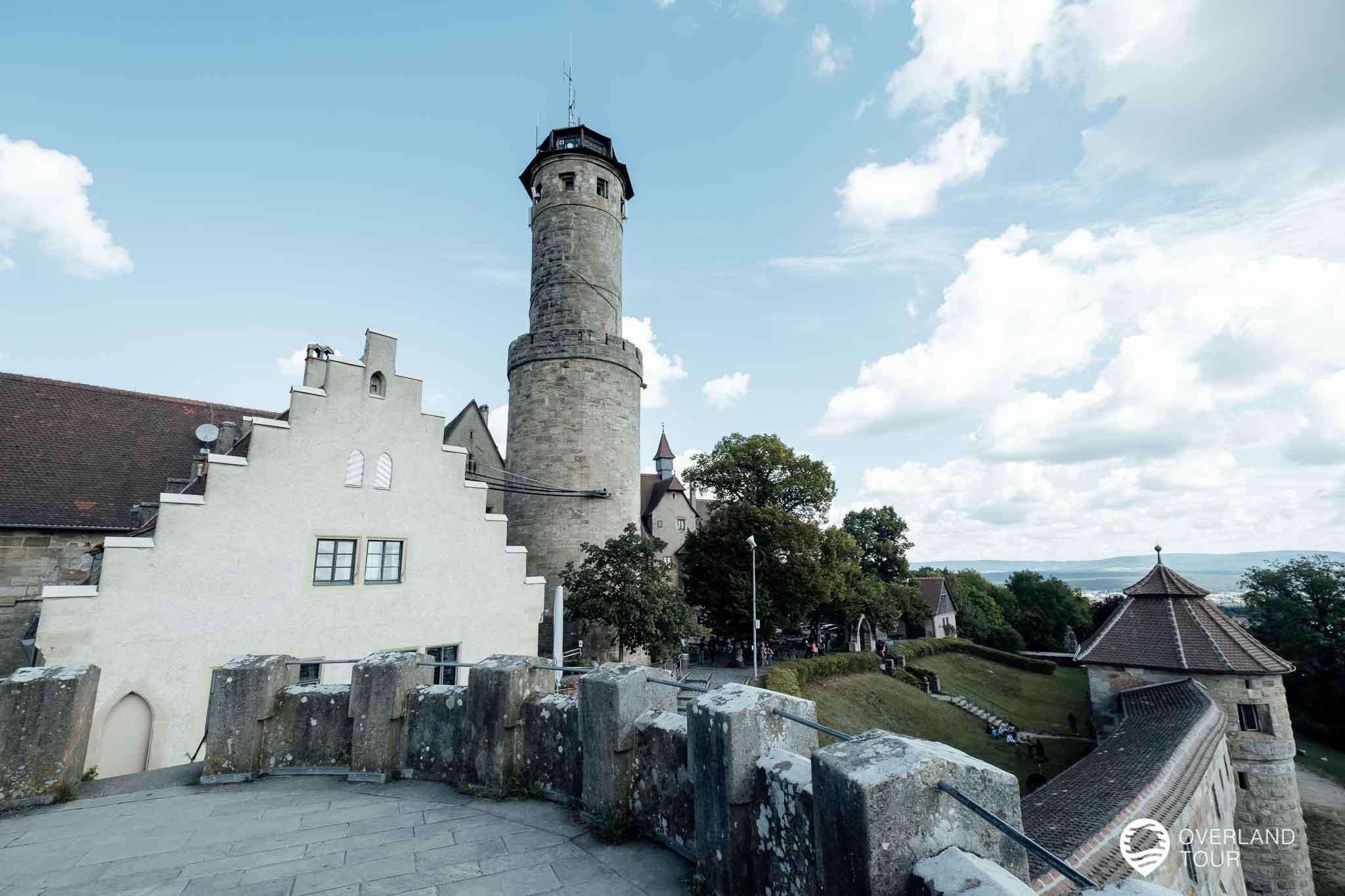 Die Altenburg mit seiner Burgwand und ihrem Turm