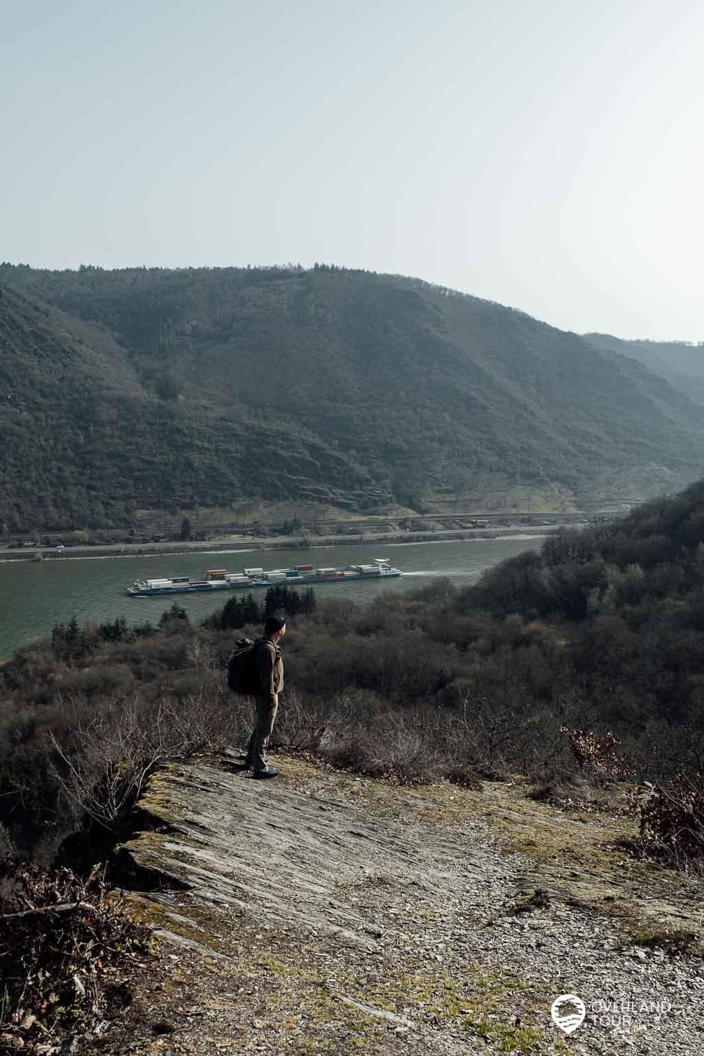 Wanderung Traumschleife Fünfseenblick: Der Aussichtpunkt Taunusblick nach 2 Kilometern